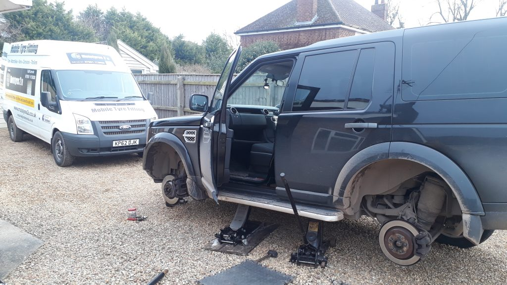 Land Rover Discovery tyre fitting Mototyres 2u