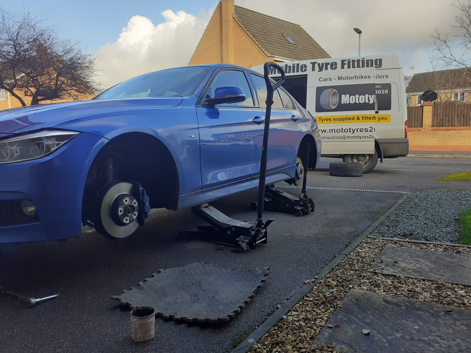 Mototyres 2 u Mobile Tyre fitting Lincolnshire Holbeach Tyres BMW having 4 tyres fitted changing from runflats to none runflat conventional