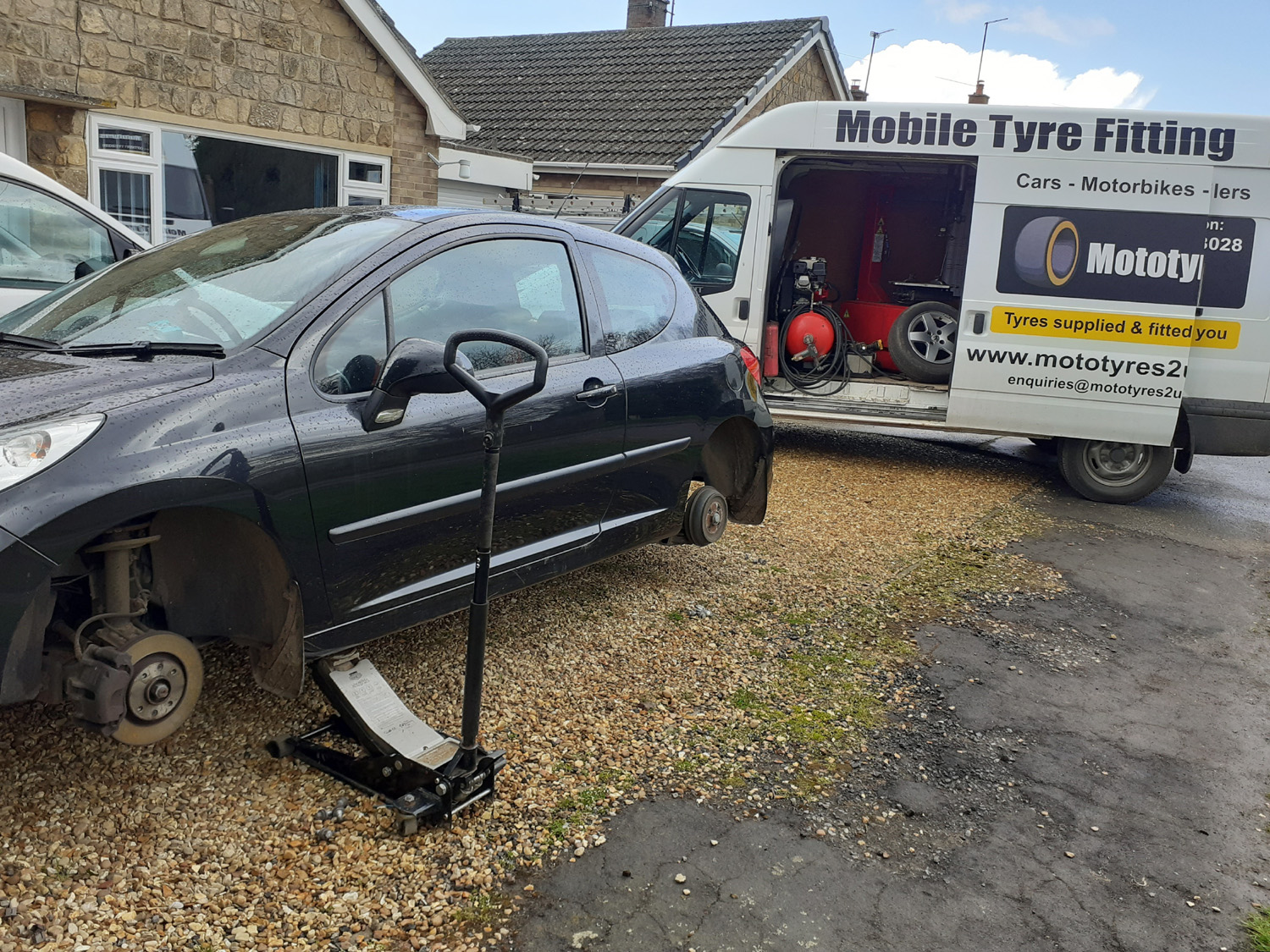 Mototyres 2 u Mobile Tyre fitting Lincolnshire Holbeach Tyres Black Peugeot 2 tyres changed on drive