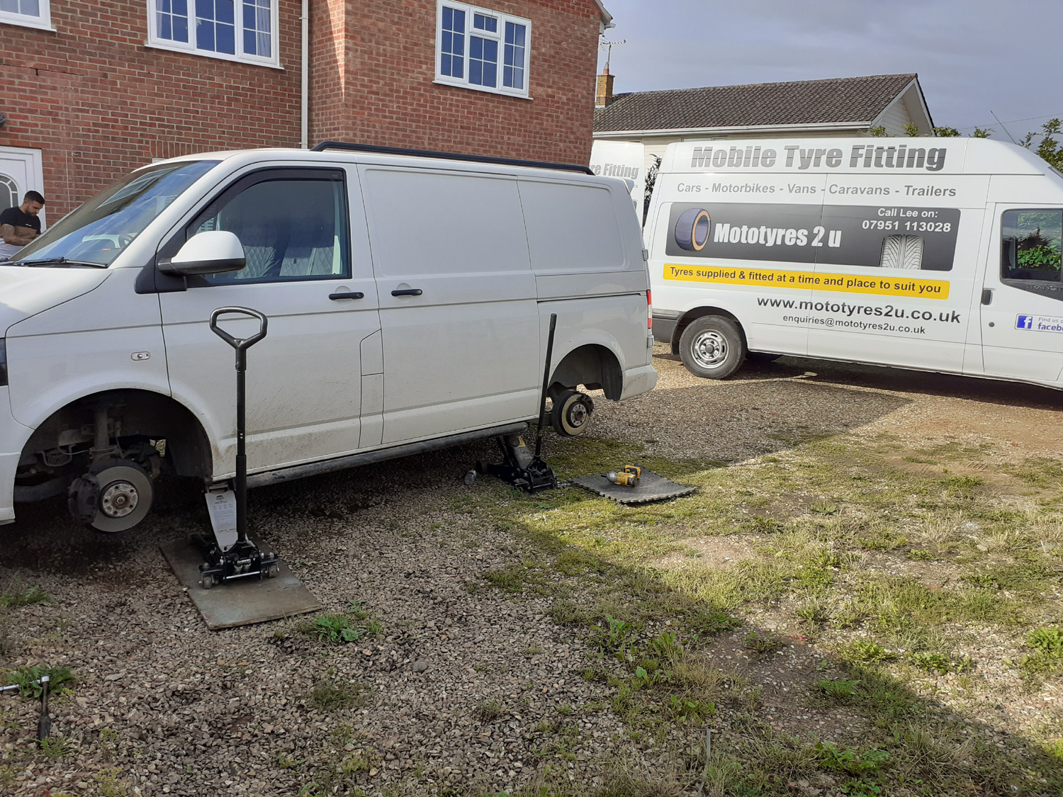 Mototyres 2 u Mobile Tyre fitting Lincolnshire Holbeach Tyres Van on driveway at home